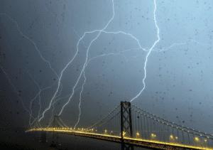 Lightning strikes San Fransisco bridge